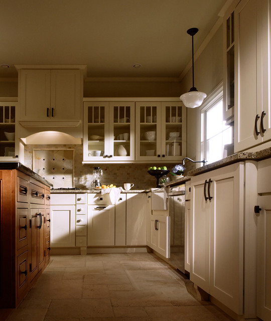 Shaker and mullion doors traditional kitchen for Square kitchen layout