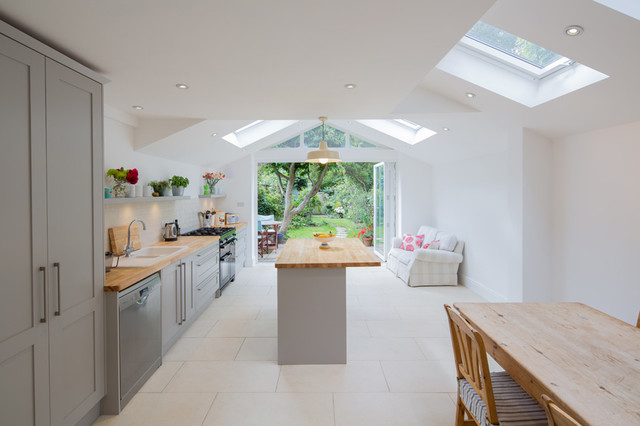 Shaker kitchen extension london for Traditional kitchen extensions