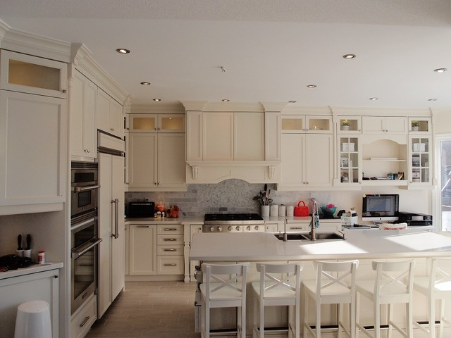 Shaker off white kitchen cabinets in toronto modern for Kitchen cabinets toronto