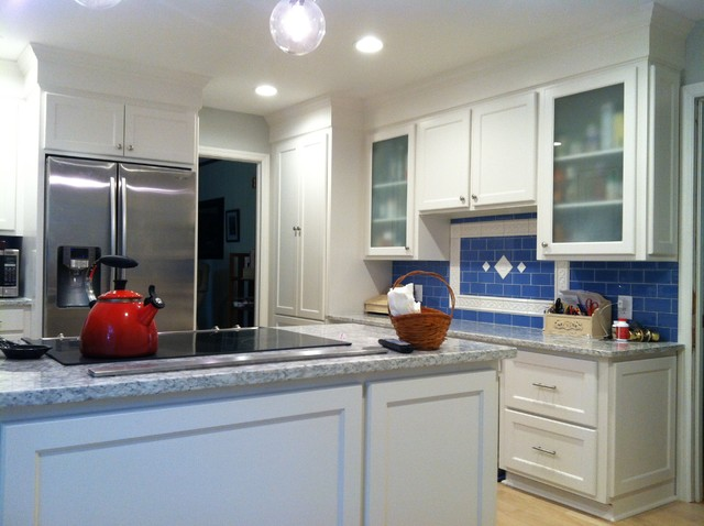 Shaker Style Cabinets With Crown Molding And Gray Granite