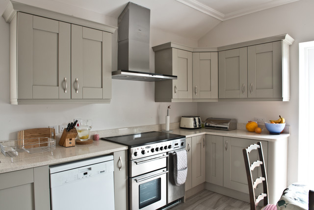 Shaker style kitchen traditional kitchen dublin by for Traditional kitchens ireland