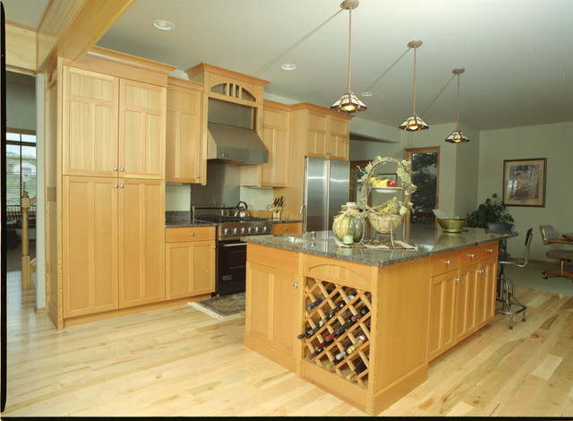 Shaker style kitchen fir wood cabinets asian kitchen for Asian inspired kitchen cabinets