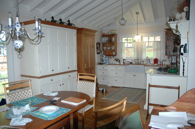 Shaker Style Room For Living Farmhouse Kitchen By