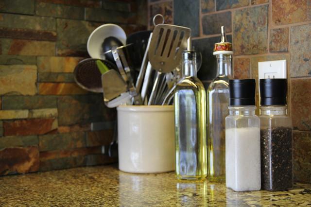 Shanty Bay Kitchen traditional-kitchen