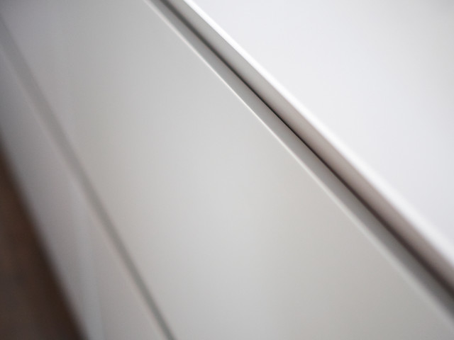 Shark nose worktop edge and handle-less kitchen cabinets