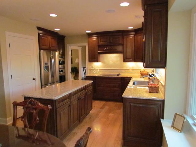 Shenandoah McKinley Cherry - Head kitchen