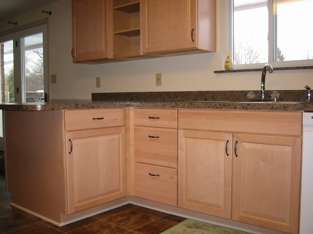 Shenandoah Orchard Maple Natural traditional-kitchen