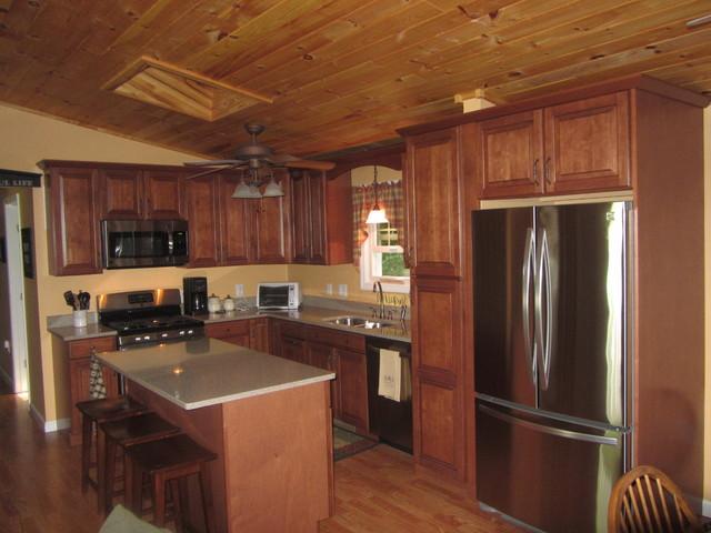 Shenandoah Winchester Auburn Glaze traditional kitchen