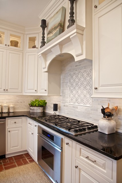 Shiloh Oxford Beaded Inset in Soft White - Traditional - Kitchen ...