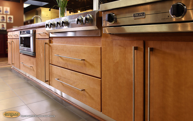Elegant Showplace Lifestyle Cabinet Gallery Sioux Falls Sd Traditional Kitchen