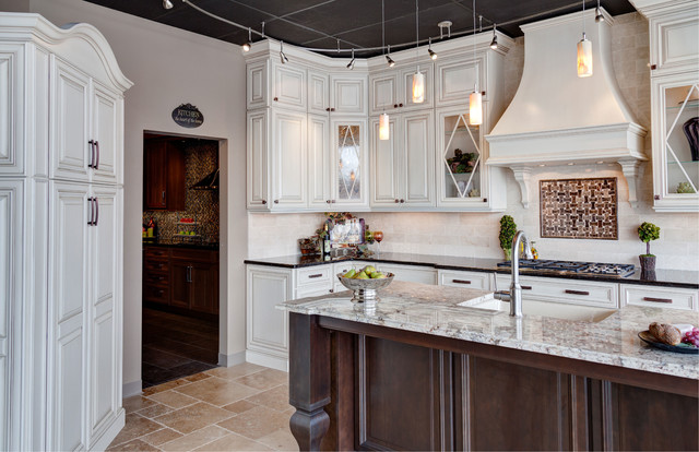 Beau Showroom Displays Traditional Kitchen