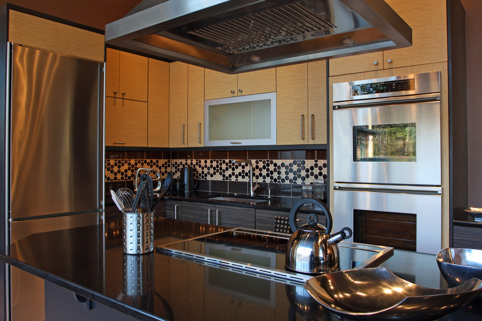 Example of a trendy kitchen design in Seattle