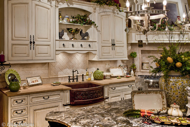 Showroom Kitchen - Traditional - Kitchen - chicago - by Linly Designs