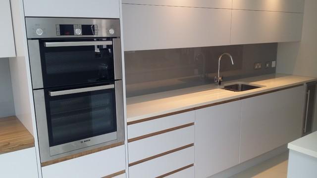 Superb Silver Grey Glass Splashbacks Contemporary Kitchen