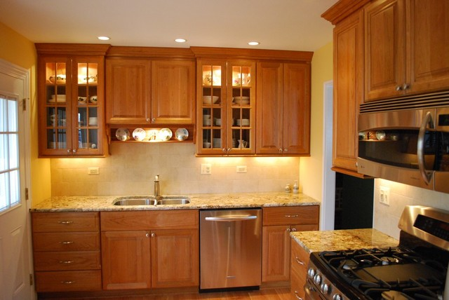 Simple Kitchen with Rich Cherry Cabinets - Traditional - Kitchen - Chicago - by Sauer Kitchens ...