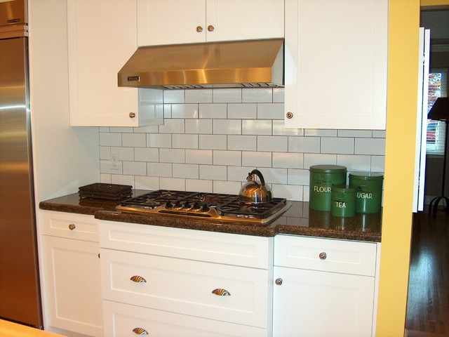 Simple, painted shaker cabinets - Traditional - Kitchen - Other - by Style Line Custom Hardwood ...