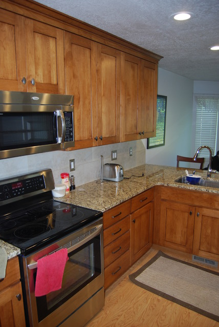 Simple Traditional Kitchen - Traditional - Kitchen - Other - by DreamMaker Bath and Kitchen - Utah