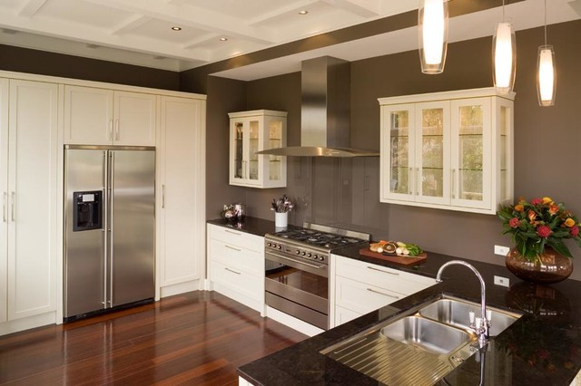 Simplistic lines and details traditional-kitchen
