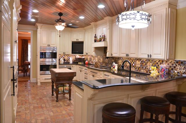 Sims Kitchen - Traditional - Kitchen - new orleans - by Kiva Kitchen & Bath Houston - Trevor Childs