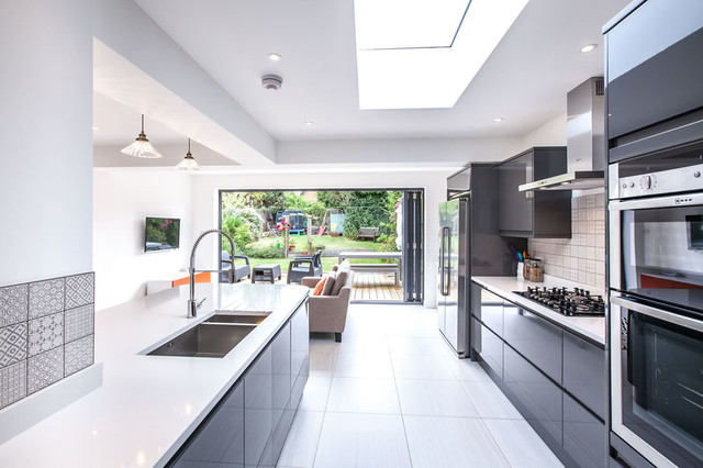 Single storey extension to 1930s house in long ditton by l for Modern kitchen in 1930s house
