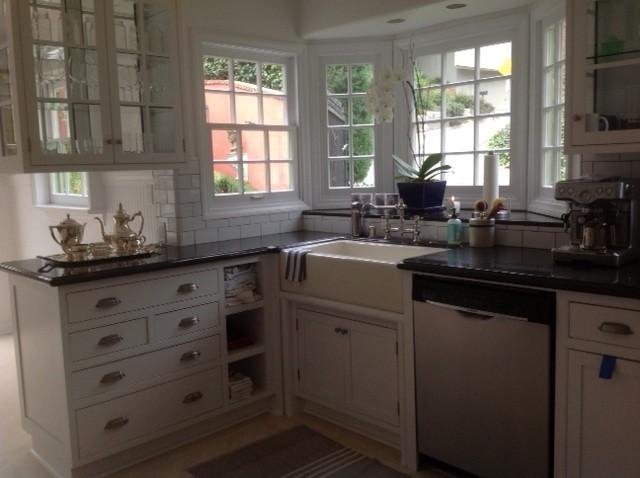 Small & Perfect kitchen traditional-kitchen