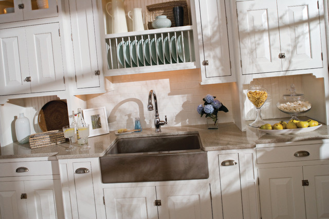 Small beach house kitchen beach style kitchen for Beachy kitchen cabinets