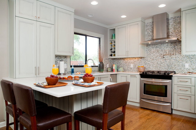 Small cottage kitchen traditional kitchen for Kitchen design houzz