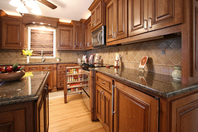 Small Elegant Kitchen Remodels - Traditional - Kitchen - charlotte - by Walker Woodworking