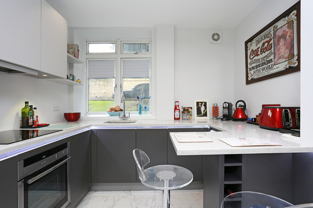 Small g shaped kitchen modern kitchen other metro for G shaped kitchen