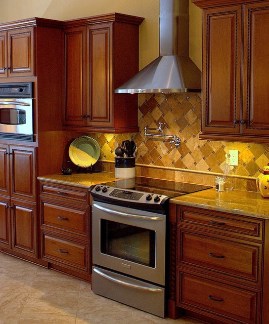 Small Traditional Kitchen small kitchen, big impact - traditional - kitchen - miami -kw