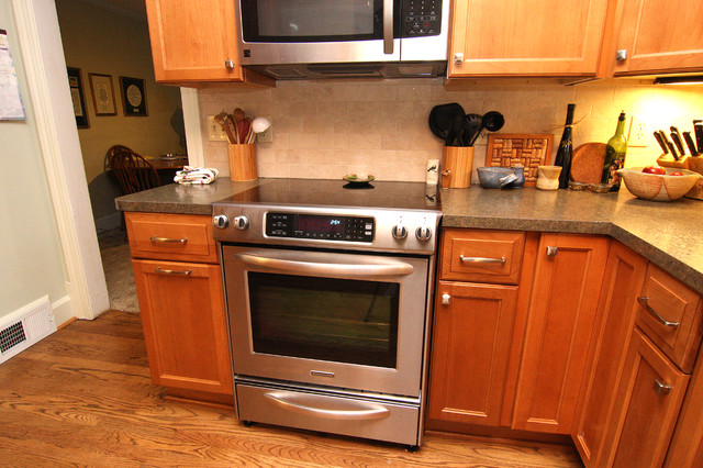 Small kitchen remodel traditional kitchen richmond for Traditional kitchen meaning