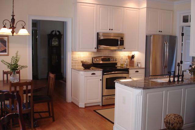 Http Houzz Com Photos 2701858 Small Kitchen Update Traditional Kitchen Cincinnati