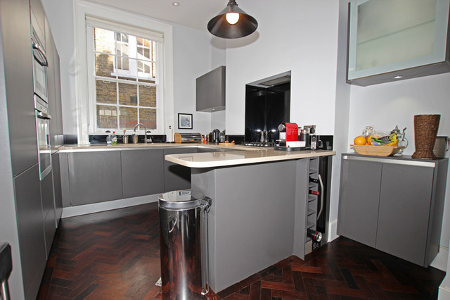 Small kitchen with peninsula modern kitchen other for Houzz small kitchens