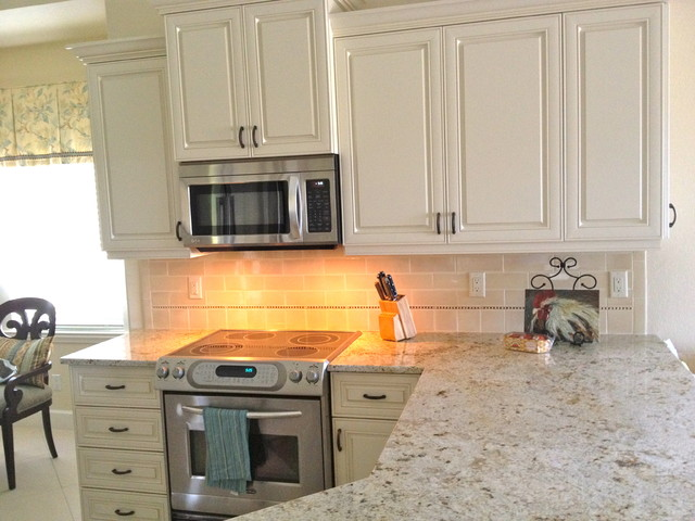 Small Naples Florida condo kitchen - Traditional - Kitchen - miami