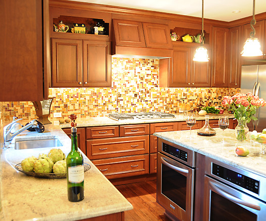 Example of a classic kitchen design in Detroit