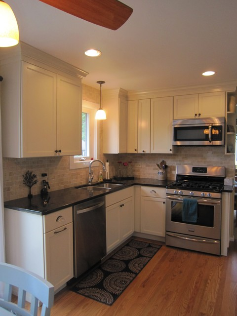 Small shaker kitchen traditional kitchen chicago for Traditional kitchen meaning