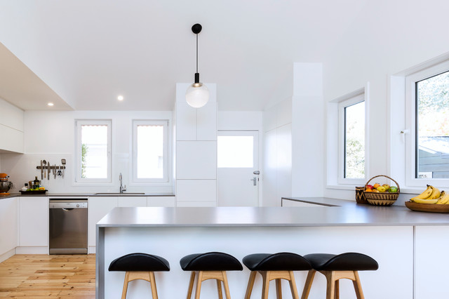 Inspiration For A Small Contemporary U Shaped Open Plan Kitchen In Canberra Queanbeyan With