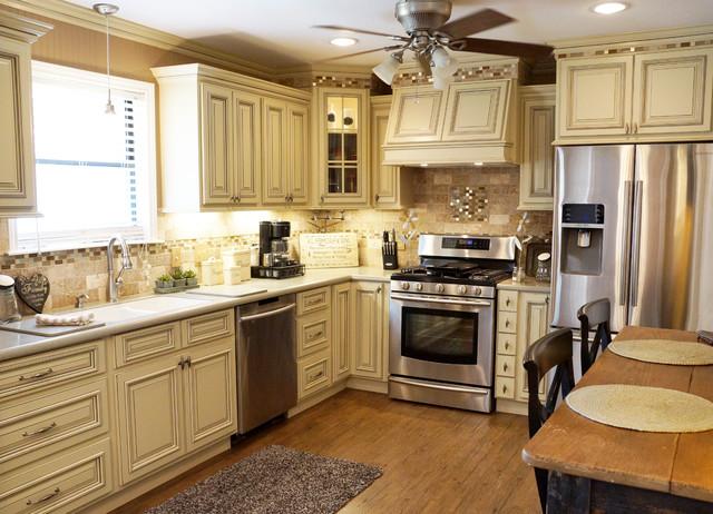 Smith Kitchen HERITAGE WHITE Traditional Kitchen