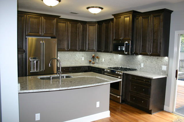 Exceptionnel Tampa Elegant Charcoal Kitchen Traditional Kitchen