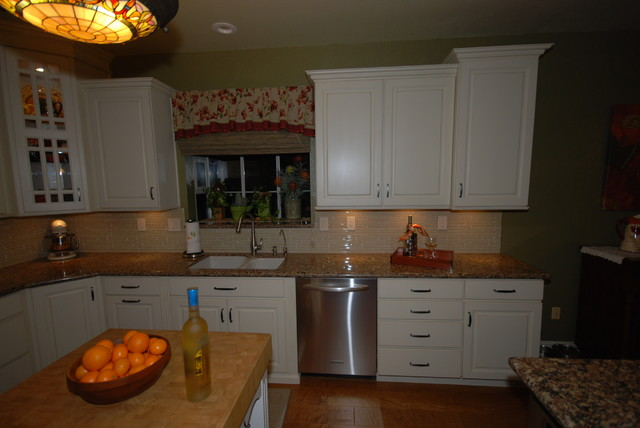 Soft White Canterbury Traditional Kitchen Other Metro By Blue River Cabinetry