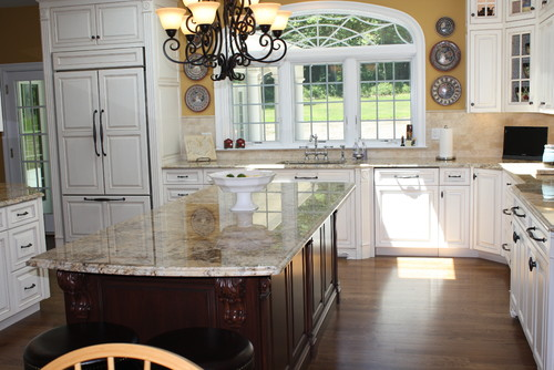 Kitchen Design with Warm Hues
