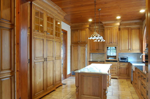 South Carolina Lakehouse Kitchen traditional-kitchen