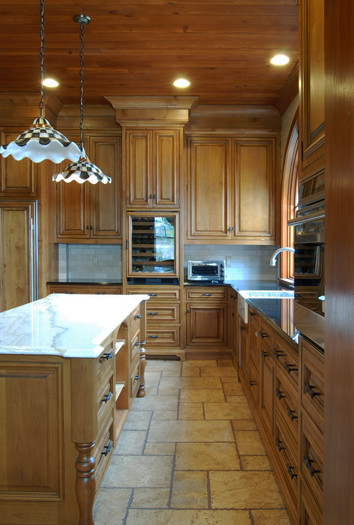 South Carolina Lakehouse Kitchen traditional-kitchen