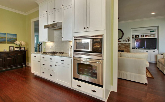 South Harbor Kitchen & Bath traditional-kitchen