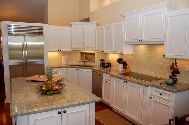 South Miami traditional-kitchen
