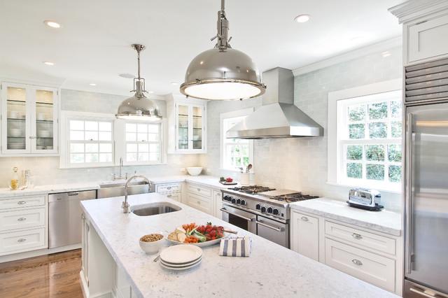 Southampton kitchen for Hampton style kitchen handles
