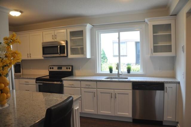 Southbury merillat classic ralston full overlay white for Merillat white kitchen cabinets