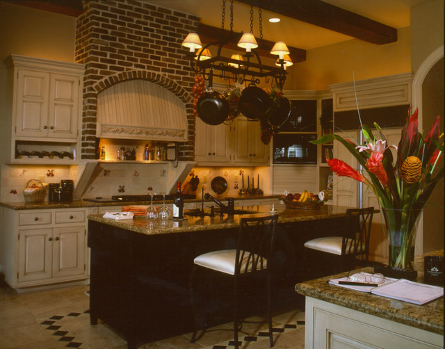 southern plantation style estate traditional kitchen