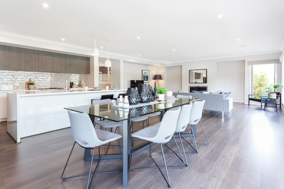 Design ideas for a transitional kitchen in Melbourne.