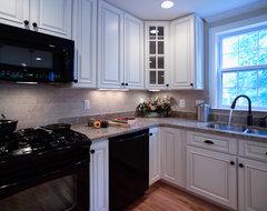 Spacious Kitchen traditional-kitchen